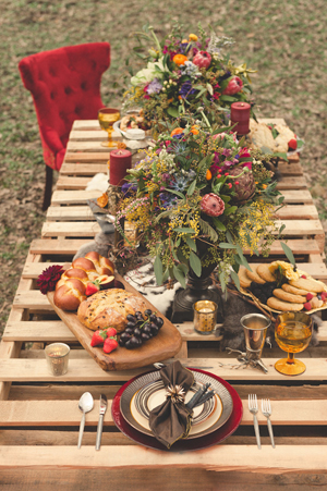 hunger-games-wedding-table