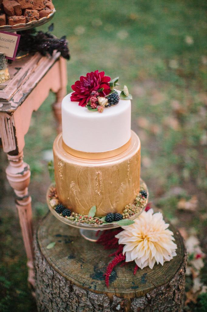 woodgrain wedding cake