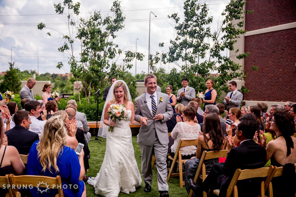 8J3A4477_Ashley_and_Jon_Greenhouse_Loft_Chicago_Wedding_by_Sprung_Photo_webL