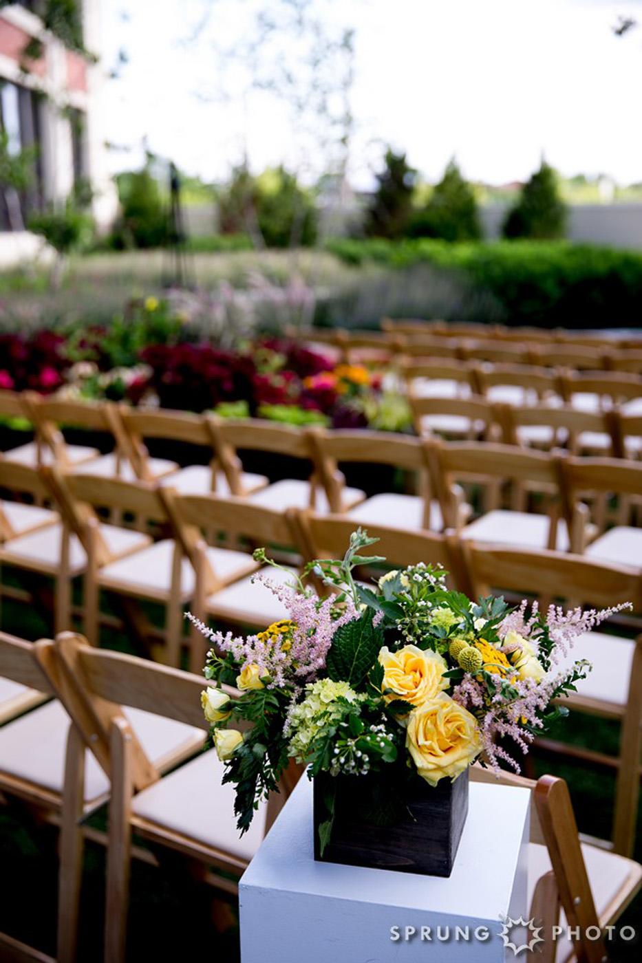 8J3A4309_Ashley_and_Jon_Greenhouse_Loft_Chicago_Wedding_by_Sprung_Photo_webR (1)