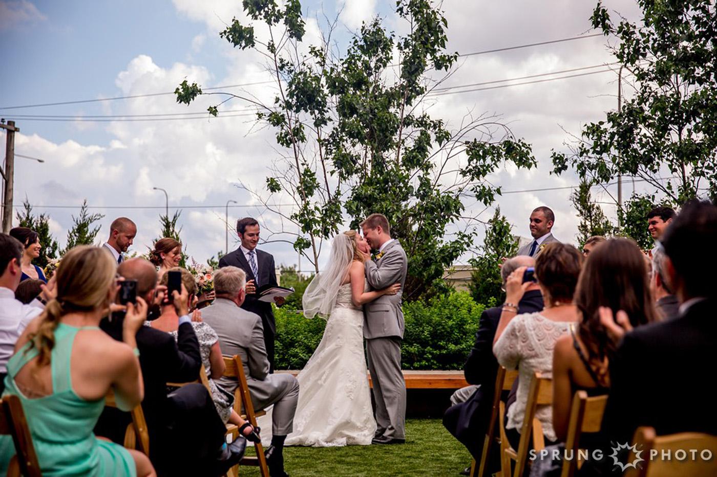 8J3A4468_Ashley_and_Jon_Greenhouse_Loft_Chicago_Wedding_by_Sprung_Photo_webR