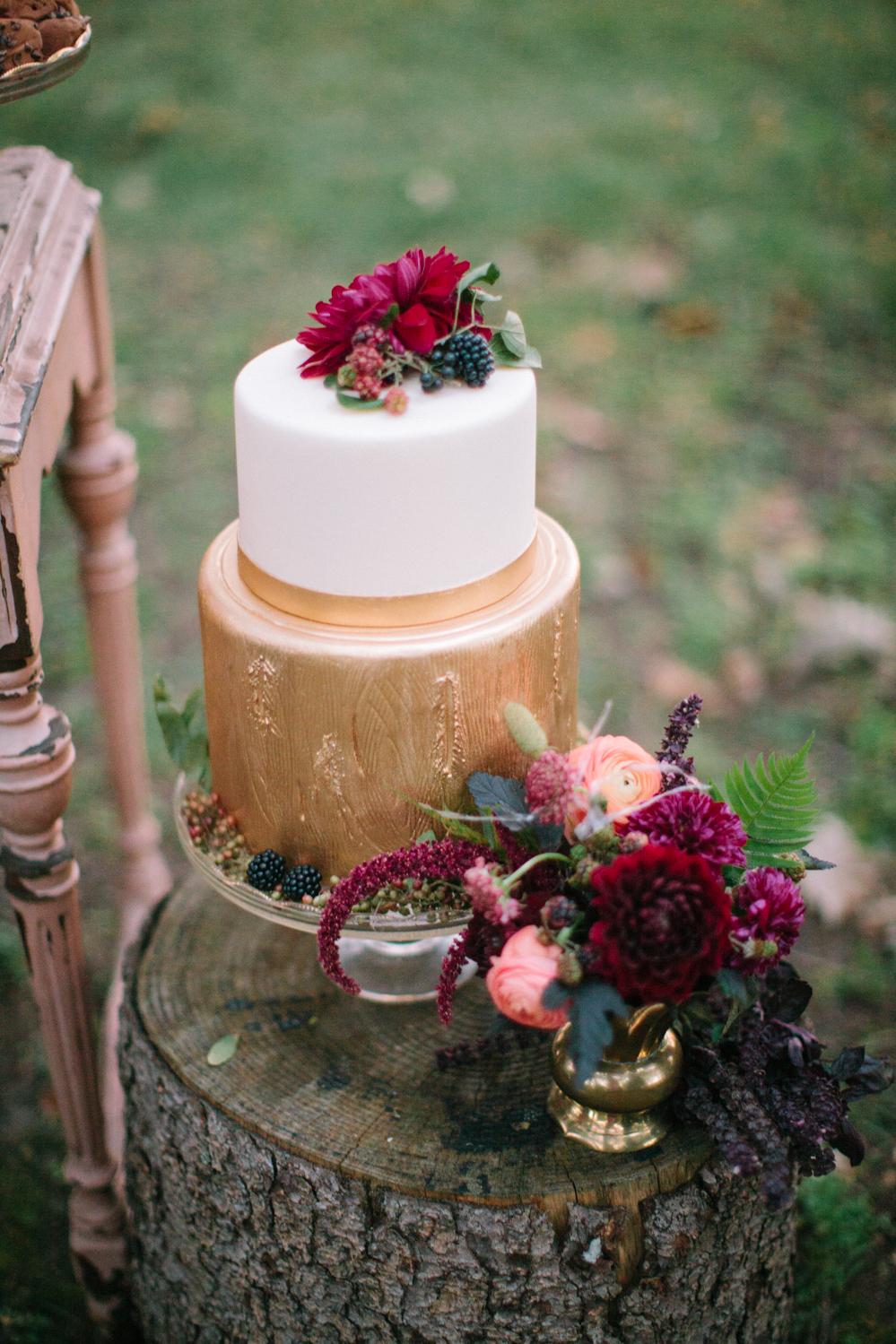Ashley_D_Photography_Rustic_Woodland_Cake
