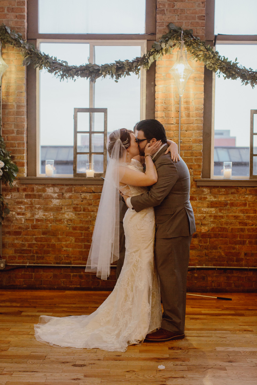 chicago-wedding-photography-at-city-view-loft-by-megan-saul-photography-ceremony-154-of-166